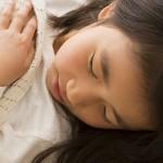 眠りながら動き回ってしまう「睡眠時随伴症(パラソムニア)」